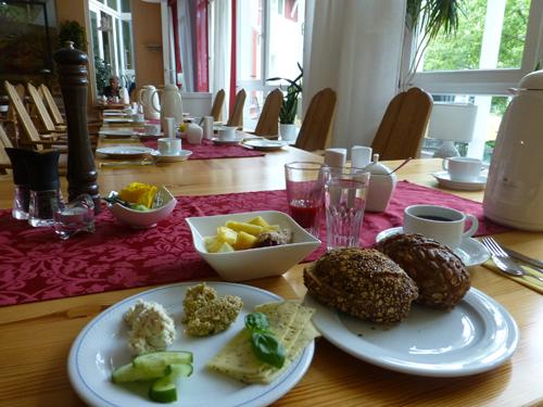 Mit einem vegetarischem Frühstück begrüßte man den Tag.